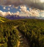高tatra山和Bialka河鸟瞰图  免版税图库摄影