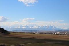 高Tatras看法从Spisska新星Ves,斯洛伐克的 图库摄影