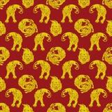 攻击鬣狗的狮子 皇族释放例证