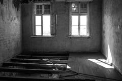 鬼城在南纳米比亚Kolmanskop)的沙漠 免版税库存照片