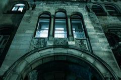 鬼的黑暗的城堡房子万圣夜 免版税图库摄影