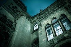 鬼的黑暗的城堡房子万圣夜 免版税库存图片
