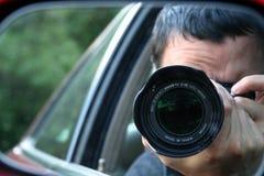 鬼祟的无固定职业的摄影师 免版税图库摄影