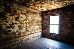 鬼被放弃的蠕动的农厂房子被忽略的&# 免版税库存图片