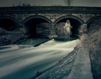 鬼魂在河桥梁下 免版税库存图片