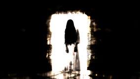 鬼魂女孩 在黑暗的走廊的可怕鬼魂 3d例证 库存照片