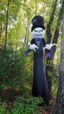 鬼魂新郎在森林为万圣夜 免版税库存照片