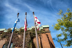 魁北克加拿大和城市蒙特利尔旗子 免版税库存照片