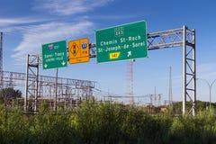 魁北克加拿大市高速公路标志Sorel特雷西省在白天的 免版税库存图片