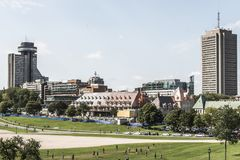 魁北克市加拿大11 09 2017从Parc des的现代城市地平线视图焦急巴塔伊国民战场 免版税库存图片