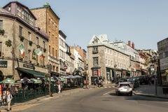 魁北克市加拿大13 09 在圣约翰` s魁北克历史城区联合国科教文组织世界遗产珍宝的街道零件的2017个人生活 免版税图库摄影