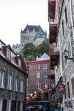魁北克市加拿大13 09 2017更低的老镇Basse-Ville和大别墅Frontenac在背景中 免版税库存照片