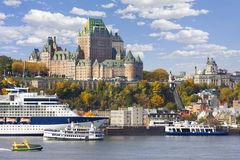 魁北克市和圣劳伦斯河在秋天 免版税库存照片