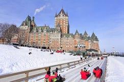 魁北克市在冬天,传统幻灯片下降 免版税库存图片