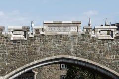 魁北克市,加拿大圣约翰` s门对老镇街道的堡垒入口 免版税库存照片