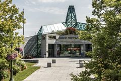 魁北克市,加拿大13 09 2017年:Fondation du Musee National修造亚伯拉罕社论的平原des花花公子艺术 免版税库存图片