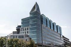 魁北克市,加拿大19 09 2017年la capitale温床现代大厦都市风景图在晴天天空的 免版税库存照片