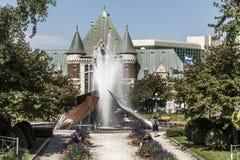 魁北克,加拿大12 09 2017现代喷泉在Gare du Palais火车站前面的查尔斯Daudelin在魁北克,加拿大 免版税图库摄影