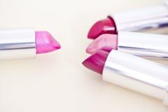魅力唇膏用不同的颜色 库存照片
