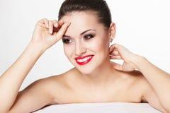 魅力嘴唇设计红色微笑的妇女年轻人 图库摄影