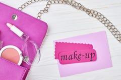 魅力桃红色袋子和化妆用品辅助部件 免版税库存照片