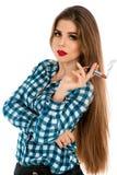 魅力美丽的女孩垂直的照片有唇膏香烟的 免版税库存图片
