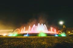 魔术喷泉光显示在巴塞罗那,西班牙 免版税库存照片