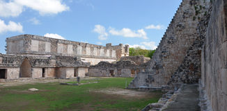 魔术师金字塔返回在玛雅人市Uxmal,尤加坦 免版税库存图片