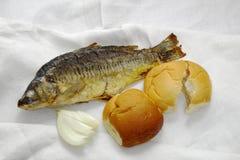 鱼、面包和葱 免版税图库摄影