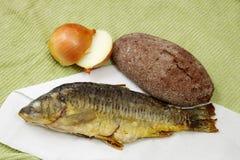 鱼、面包和葱 库存图片