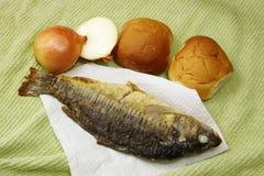 鱼、面包和葱 免版税库存图片