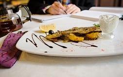 鱼在法国餐馆 免版税库存图片