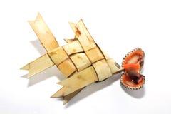 鱼型装饰品装饰品手工制造棕榈叶 免版税库存照片