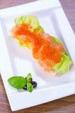 鱼子酱和熏制鲑鱼三明治 图库摄影