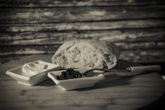 鱼子酱和面包 免版税库存图片