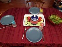 鱼子酱正餐薄煎饼表桌布 图库摄影