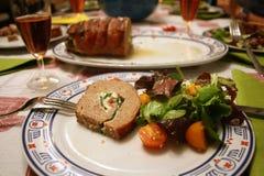 鱼子酱正餐薄煎饼表桌布 库存图片