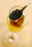 鱼子酱香槟 图库摄影