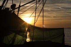鱼捕网在日落 库存照片