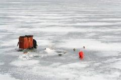 鱼捕鱼冰谎言俄国transbaikalia捕捉冬天 免版税库存照片
