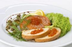 鱼新鲜的沙拉 免版税图库摄影