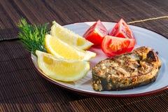 鱼油煎了服务的蔬菜 免版税库存照片