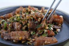 鱼油煎了泰国辣的样式 免版税图库摄影