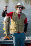 鱼渔夫少年老虎 库存图片