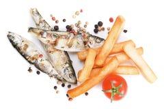 鱼炸薯条烤了沙丁鱼 免版税图库摄影