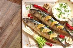 鱼烘烤了与石灰、胡椒和香料 库存照片
