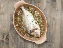 鱼烹调了鲂烘烤用被炖的朝鲜蓟 库存图片