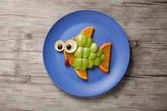 鱼由绿色苹果制成 库存图片