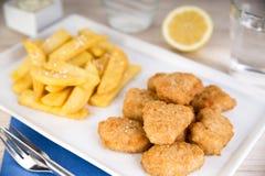 鱼矿块用炸薯条 免版税图库摄影