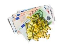 鱼肝油。与欧洲货币的胶凝体胶囊 库存照片